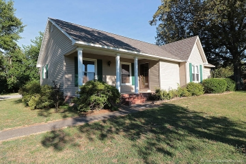 Home for sale in Sikeston MO 3 bedrooms, 2 full baths