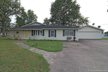 Home for sale in Chaffee MO 4 bedrooms, 2 full baths