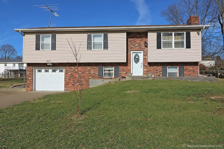 Home for sale in Farmington MO 4 bedrooms, 2 full baths and 1 half baths