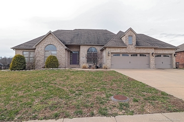 Home for sale in Cape Girardeau MO 4 bedrooms, 3 full baths and 1 half baths