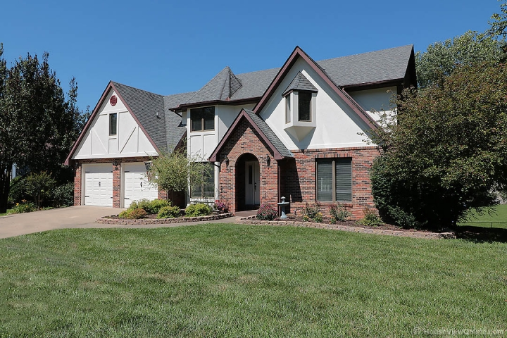 Home for sale in Cape Girardeau MO 4 bedrooms, 4 full baths and 1 half baths