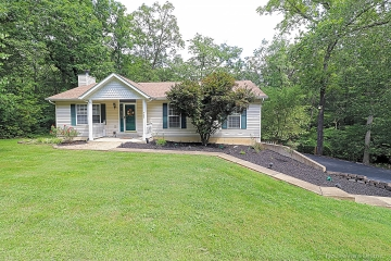 Home for sale in Hillsboro MO 3 bedrooms, 2 full baths and 1 half baths