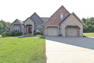 Home for sale in Benton MO 4 bedrooms, 3 full baths