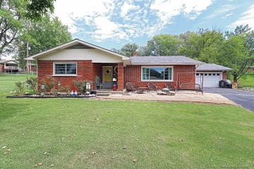 Home for sale in Crystal City MO 3 bedrooms, 2 full baths and 2 half baths