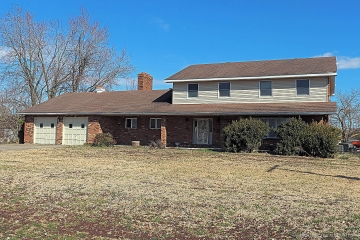 Home for sale in Chaffee MO 5 bedrooms, 3 full baths