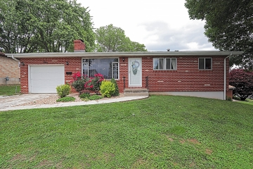 Home for sale in Ste. Genevieve MO 3 bedrooms, 1 full baths and 1 half baths