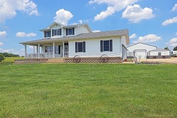 Home for sale in Farmington MO 3 bedrooms, 2 full baths and 1 half baths