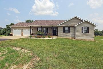 Home for sale in Farmington MO 3 bedrooms, 3 full baths