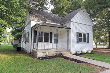 Home for sale in Benton MO 2 bedrooms, 1 full baths