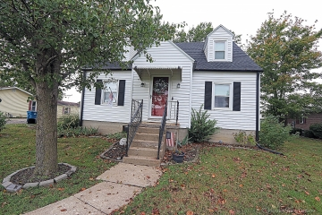 Home for sale in Chaffee MO 4 bedrooms, 1 full baths and 1 half baths