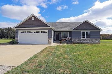 Home for sale in Farmington MO 4 bedrooms, 3 full baths