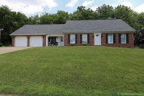 Real Estate Photo of MLS 17056219 2202 Cambridge St, Cape Girardeau MO